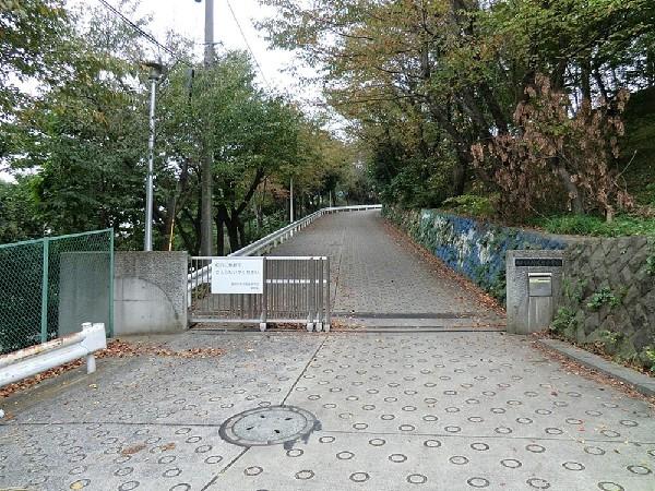 横浜市立仲尾台中学校(横浜市立仲尾台中学校まで700m 勉強にスポーツとのびのびとした環境が人気です♪)